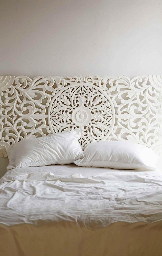 Bois blanc décoré - une option sophistiquée pour la tête de lit