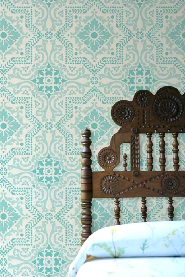 Têtes de lit en bois avec des sculptures très visibles, un look incroyable