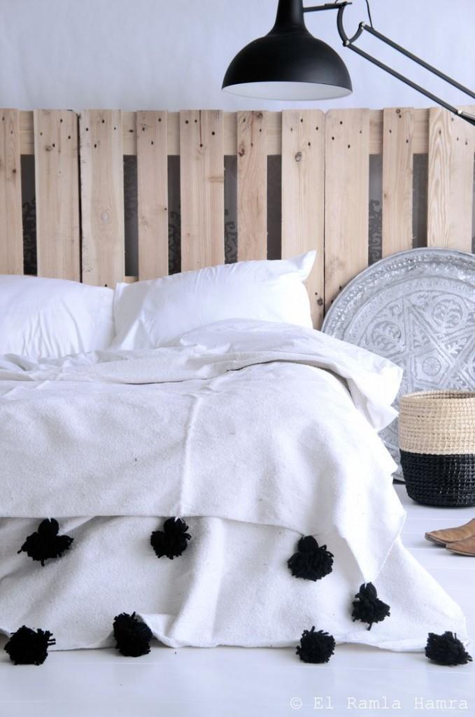 Une solution inattendue pour une tête de lit palette en bois