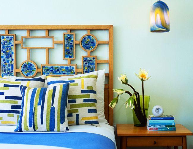 Un carreau de mosaïque original comme une tête de lit est un joli accent frais dans la chambre