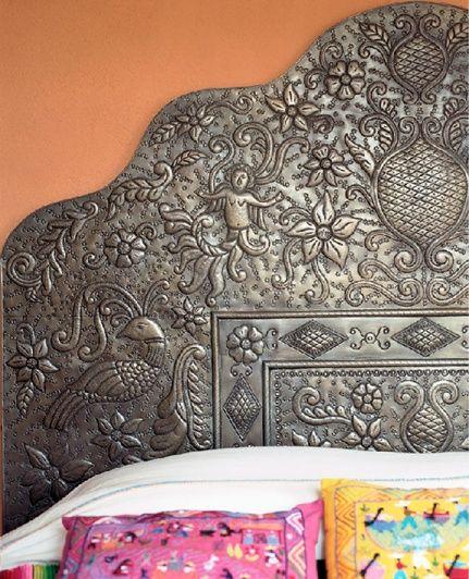 Tête de lit luxueuse en métal avec des motifs incroyables