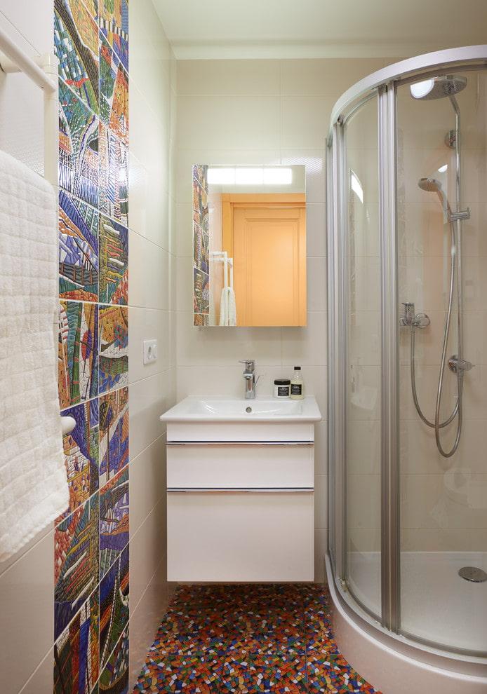 salle de bain aux couleurs claires
