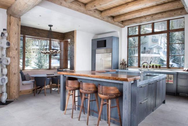 Un design original qui combine un espace repas et un espace de travail