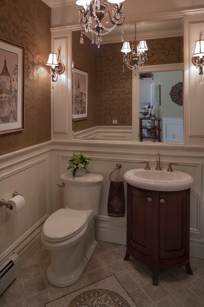 papier peint marron dans les toilettes