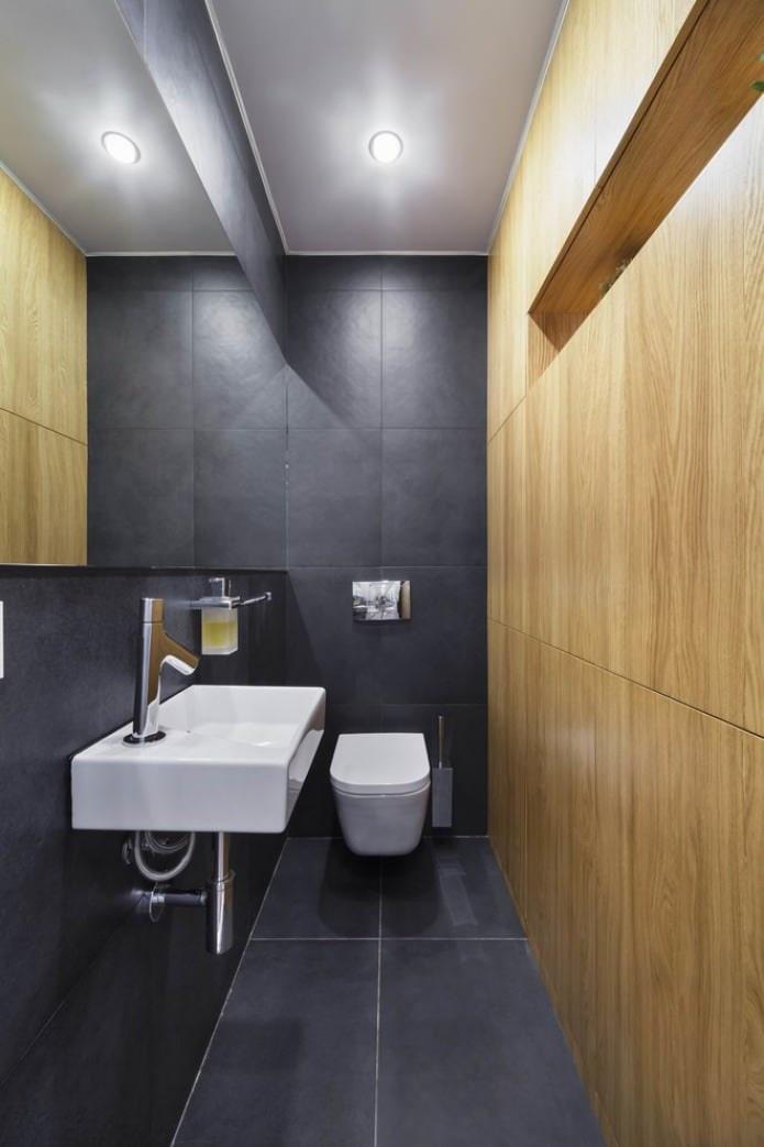 Stratifié sur le mur dans les toilettes