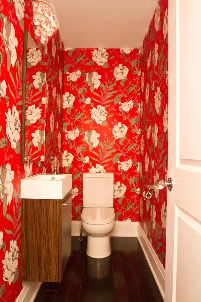 papier peint rouge dans les toilettes