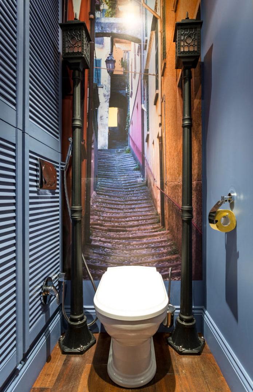 Conception de papier peint dans une petite toilette