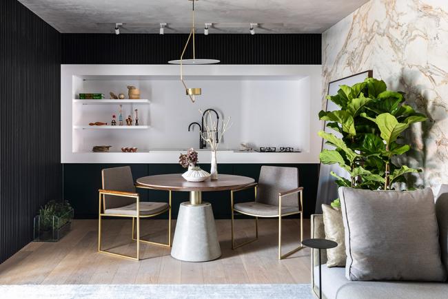 Un minimum de détails, des formes et des lignes laconiques, des matériaux naturels, un éclairage diffus et chaleureux, voilà les bases d'une cuisine à la japonaise.