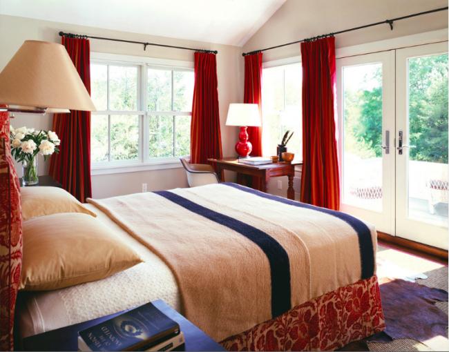 Chambre traditionnelle avec rideaux classiques en cerisier