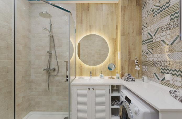 petite salle de bain avec miroir rond
