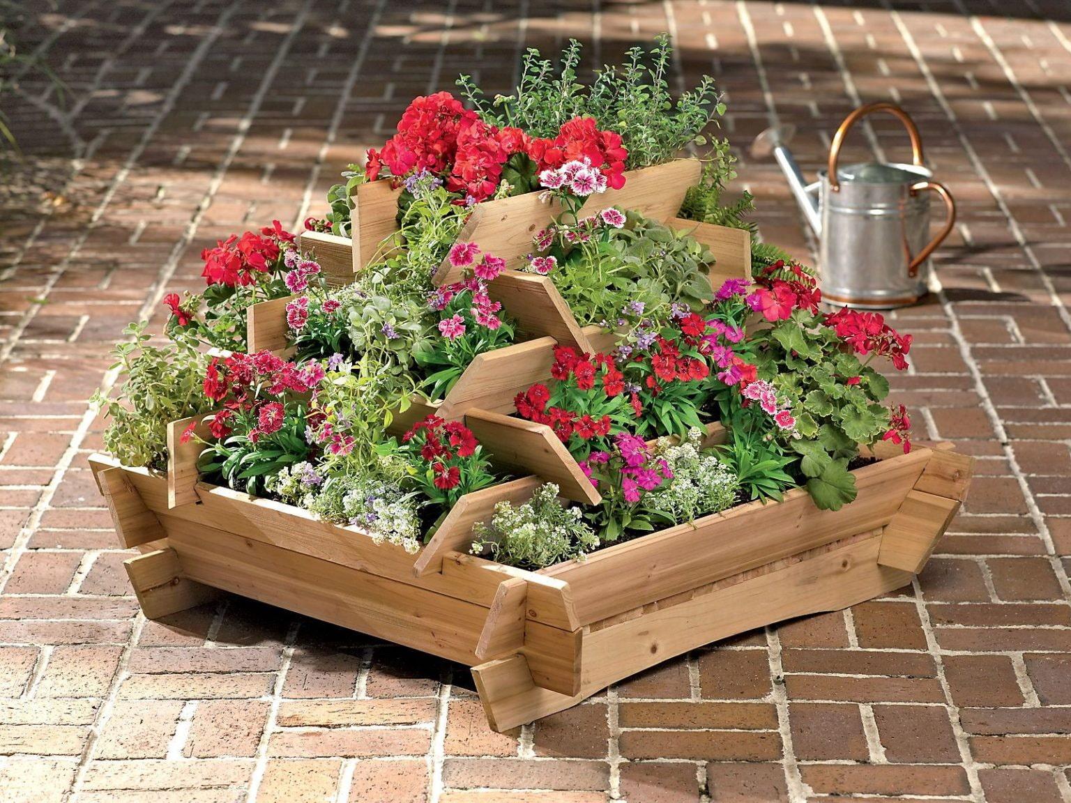 Comment aménager un parterre de fleurs à plusieurs niveaux dans un chalet d'été?