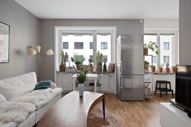 Intérieur moderne d'un studio dans des couleurs grises