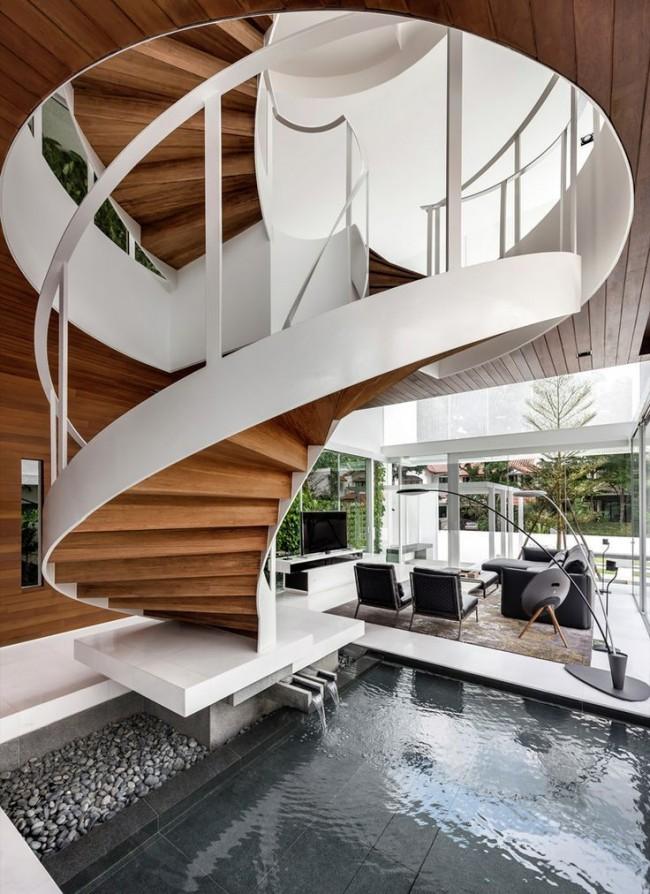Escalier avec structure en métal et marches en bois
