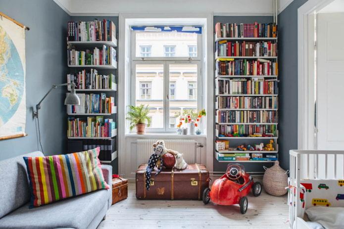 étagères à charnières pour livres à l'intérieur
