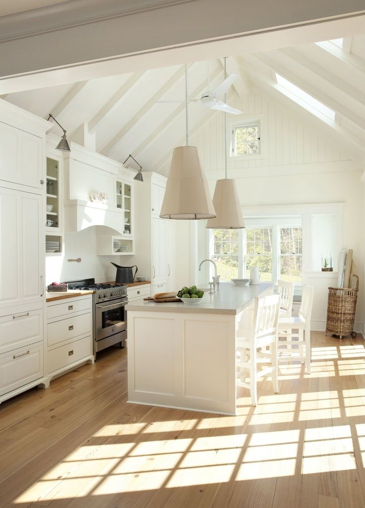 L'abondance de lumière rend la cuisine plus spacieuse et chaleureuse