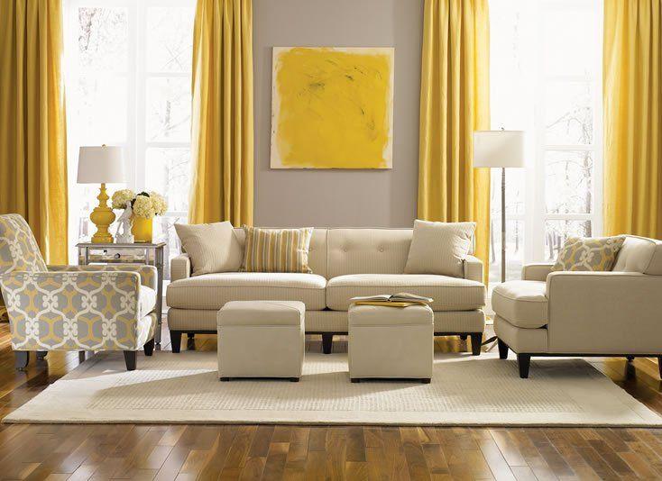Le jaune vif et le beige calme créent une symphonie élégante et époustouflante