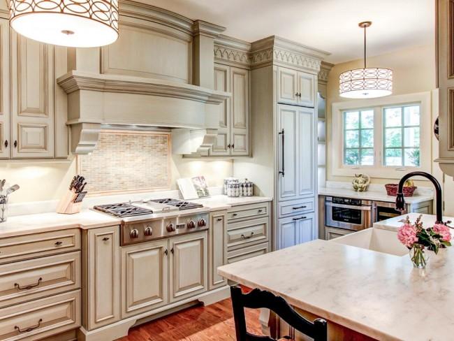 N'oubliez pas d'éclairer votre cuisine si vous voulez que l'intérieur soit harmonieux et holistique.