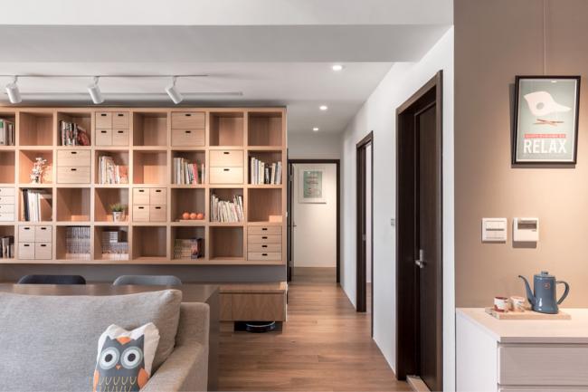 L'utilisation du bois clair dans la conception du salon