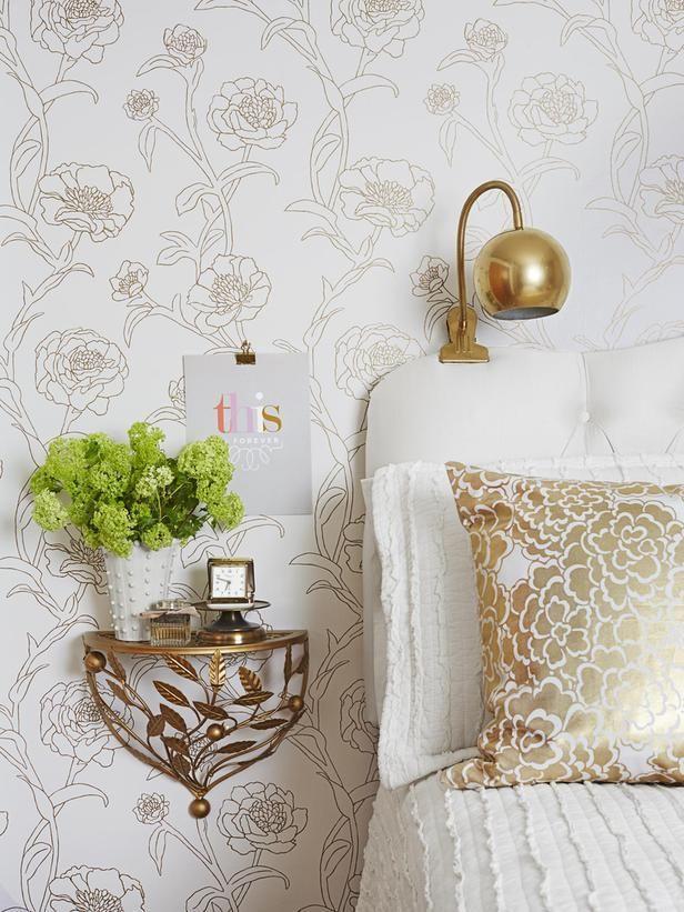 Le papier peint est l'une des options de décoration murale les plus populaires dans la chambre.