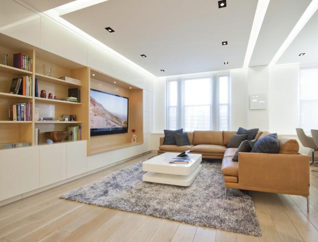Un plafond tendu en flèche ajoutera un caractère unique à votre intérieur
