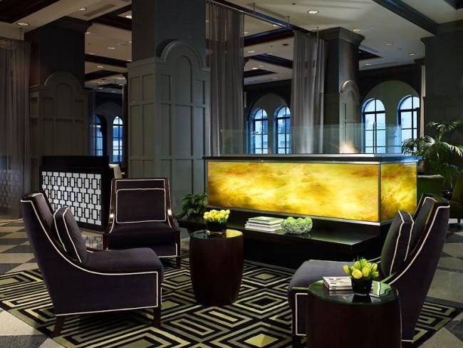 Salon luxueux de couleur noire enveloppante