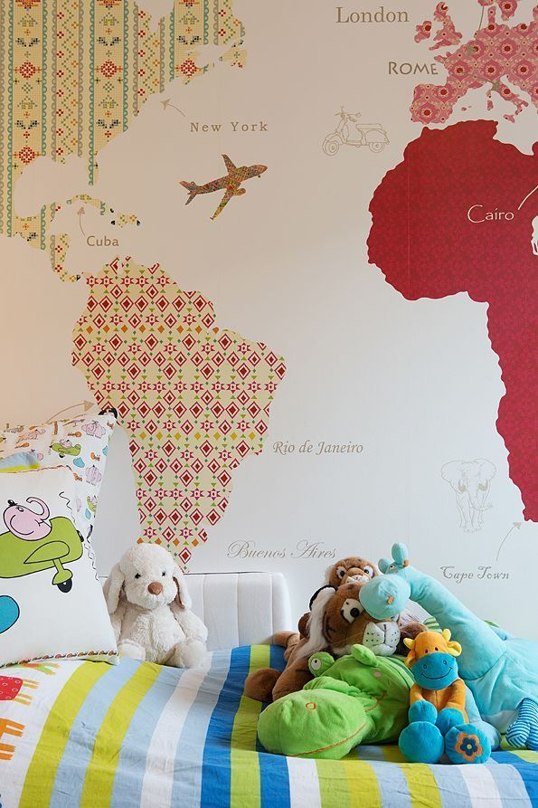 Le papier peint pour enfants pour garçons avec une carte est une excellente solution pour la chambre d'un enfant en pleine croissance