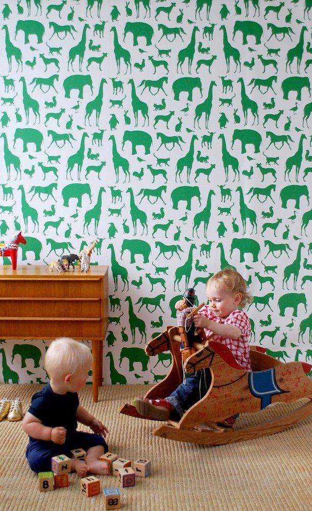 Les animaux verts sur fond blanc n'ont pas l'air ennuyeux, mais très harmonieux et calmes