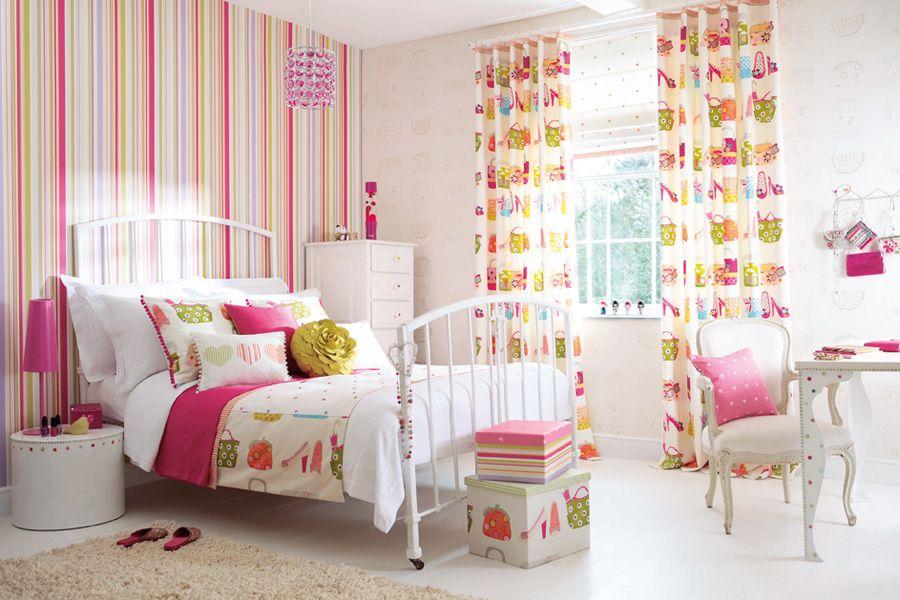 Photo 6 - Papier peint dans la chambre de la fille à rayures lumineuses