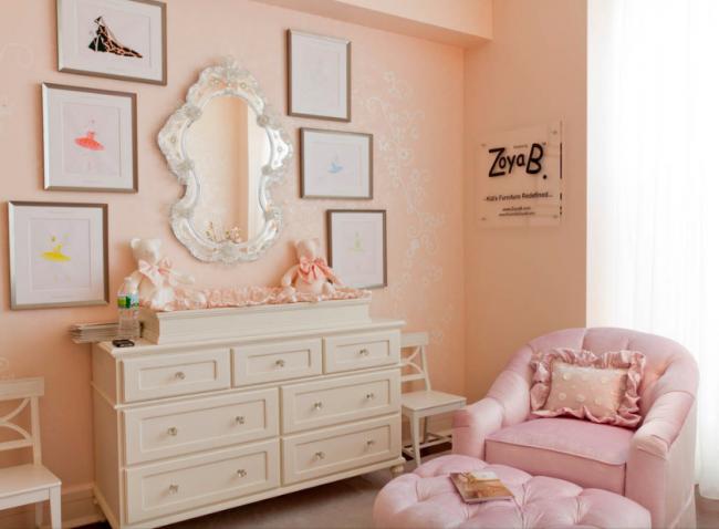 La délicate palette rose pêche pastel sera un excellent fond pour la chambre d'un enfant et en même temps ne fatiguera pas les yeux de l'enfant