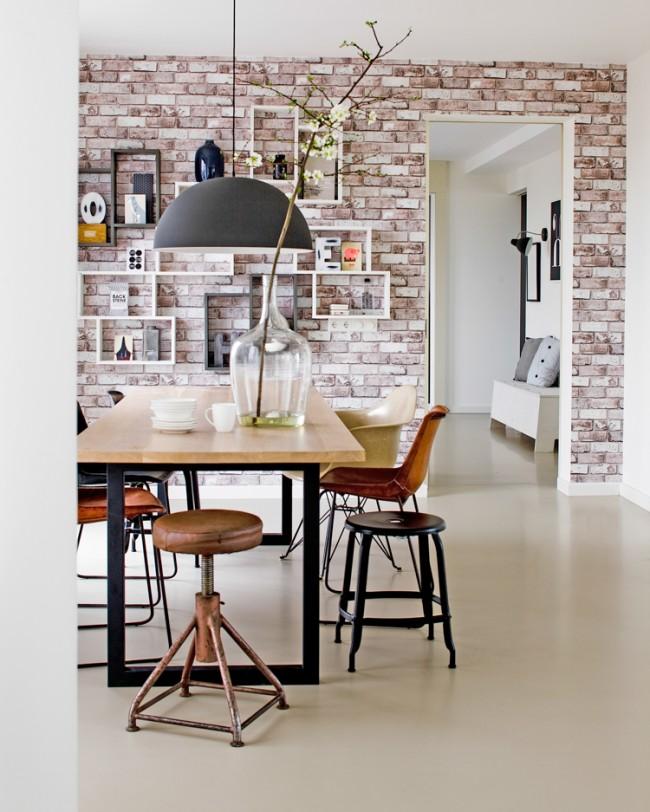 Le papier peint pour la maçonnerie souligne non seulement la sophistication et la brillance à l'intérieur de l'espace de la pièce, mais simplifie également grandement le processus de décoration lui-même