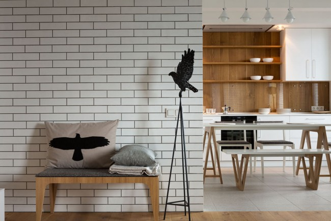 Presque tout le monde peut autoriser la création d'un design en utilisant du papier peint en brique à l'intérieur.