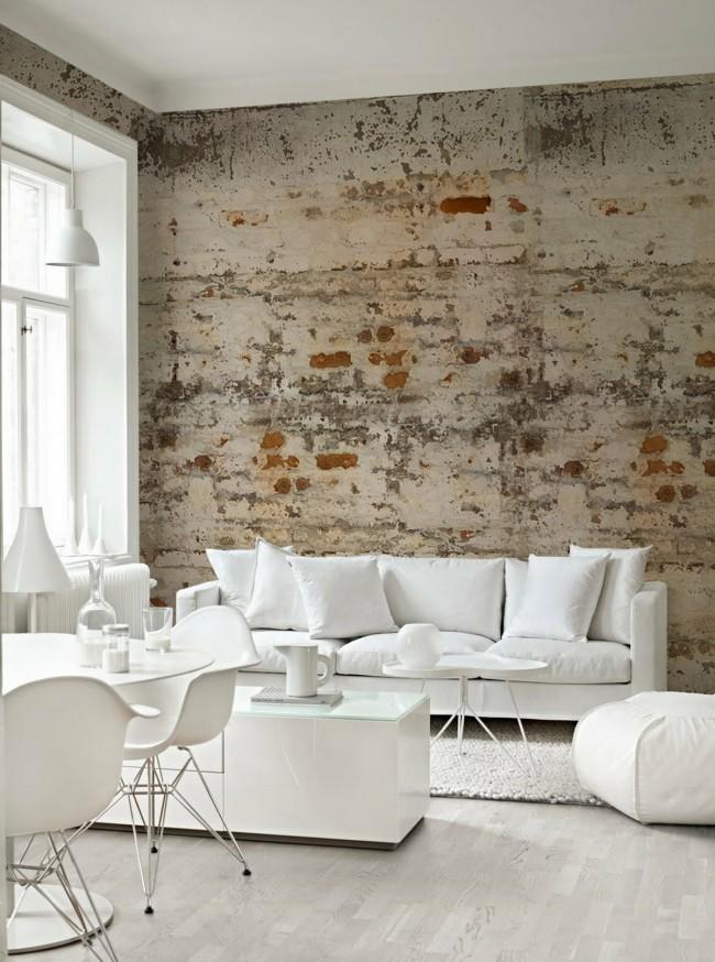 Les meubles blancs comme neige sur fond de maçonnerie brutale sont très impressionnants