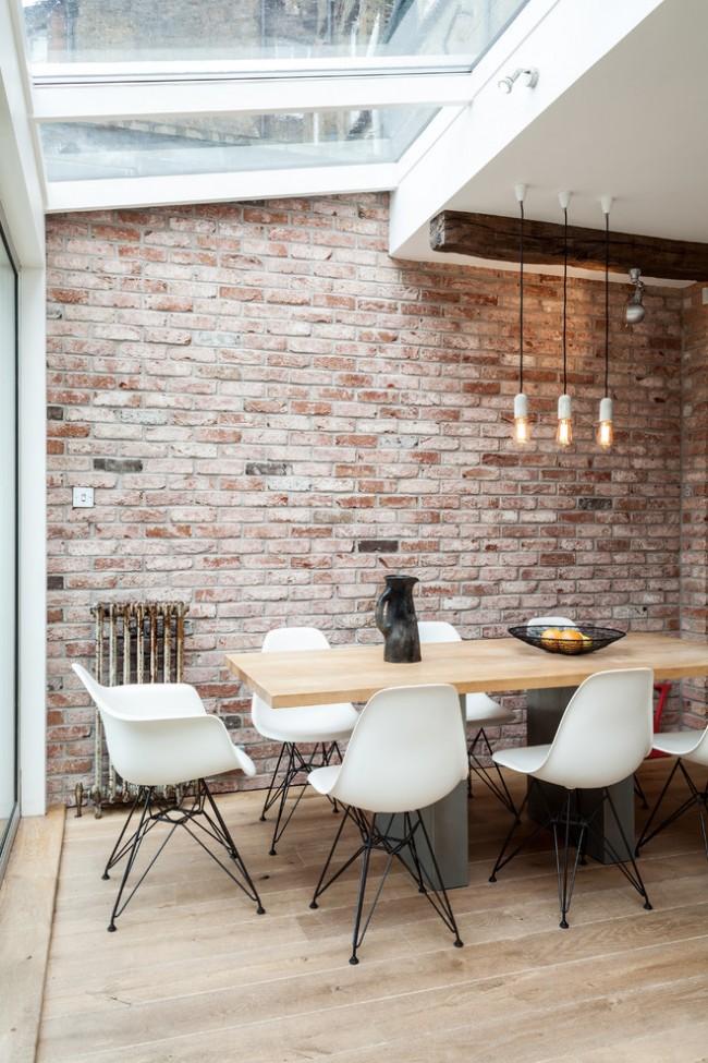 La brique à l'intérieur est une tendance de l'antiquité, qui est maintenant très souvent utilisée par les designers modernes.