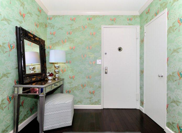 papier peint vert dans le couloir