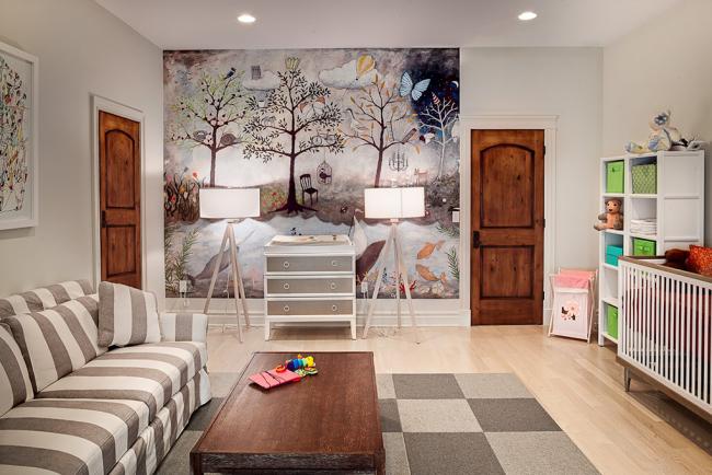 Une partie du mur de la chambre des enfants est collée avec du papier photo Il existe une variante de panneaux modulaires qui sont collés au mur et dans la forme finie créent