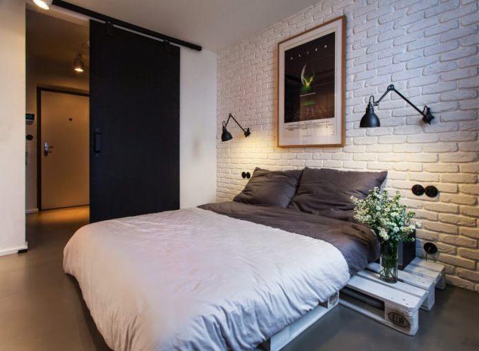 décoration murale dans la chambre avec du papier peint en brique blanche