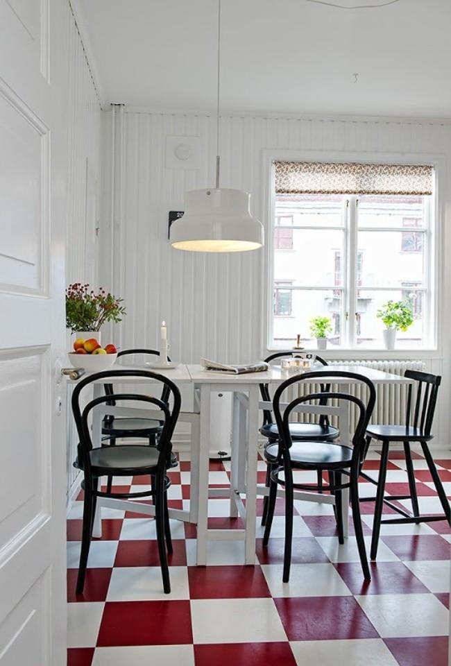 Cuisine lumineuse avec un accent lumineux sur les carreaux de sol en grès cérame rouge et blanc