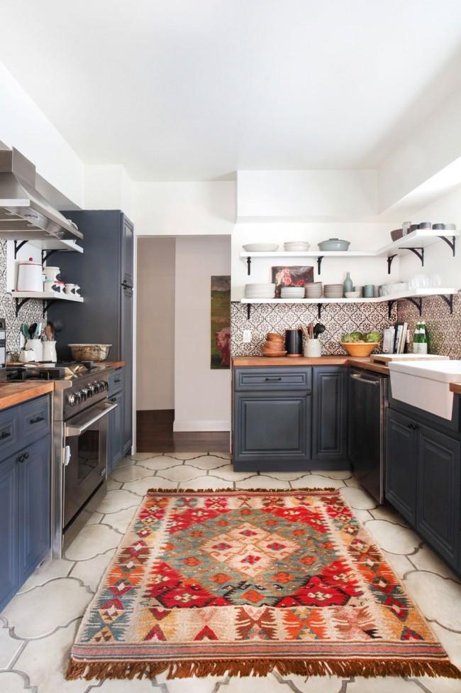 Grès cérame durable de forme originale dans une cuisine scandinave