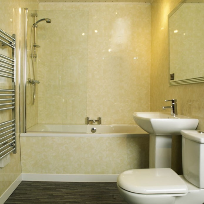 panneaux beiges dans la salle de bain
