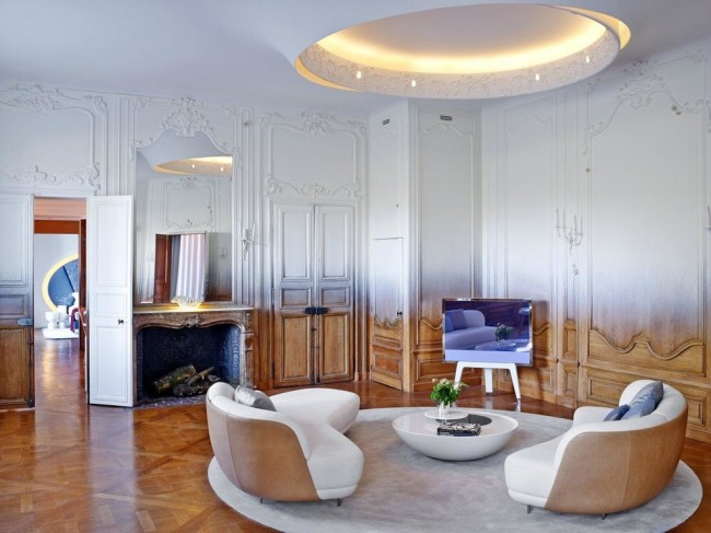 Peinture murale dans l'appartement.  Voltige - Peinture en dégradé de surfaces hétérogènes complexes avec de la peinture en aérosol