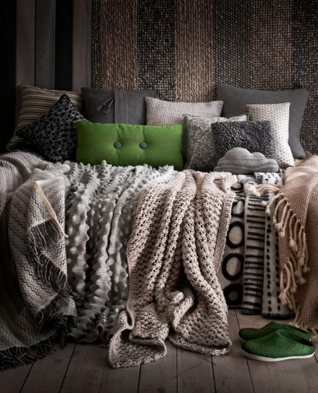 Variété de styles et de matériaux de housses de coussin et de couvre-lits