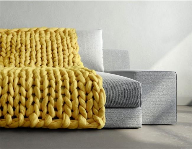 Cape de canapé originale tricotée à partir de fils géants