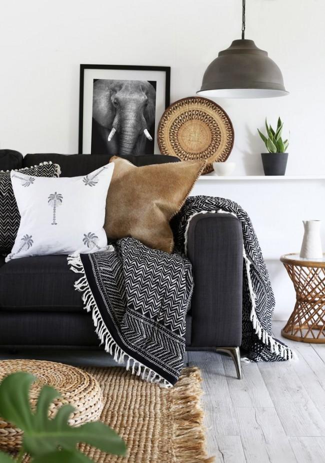 Couvre-lit noir et blanc assorti au rembourrage d'une chambre scandinave