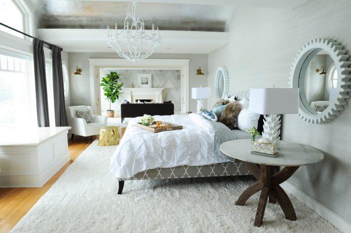 meubles clairs sous papier peint gris