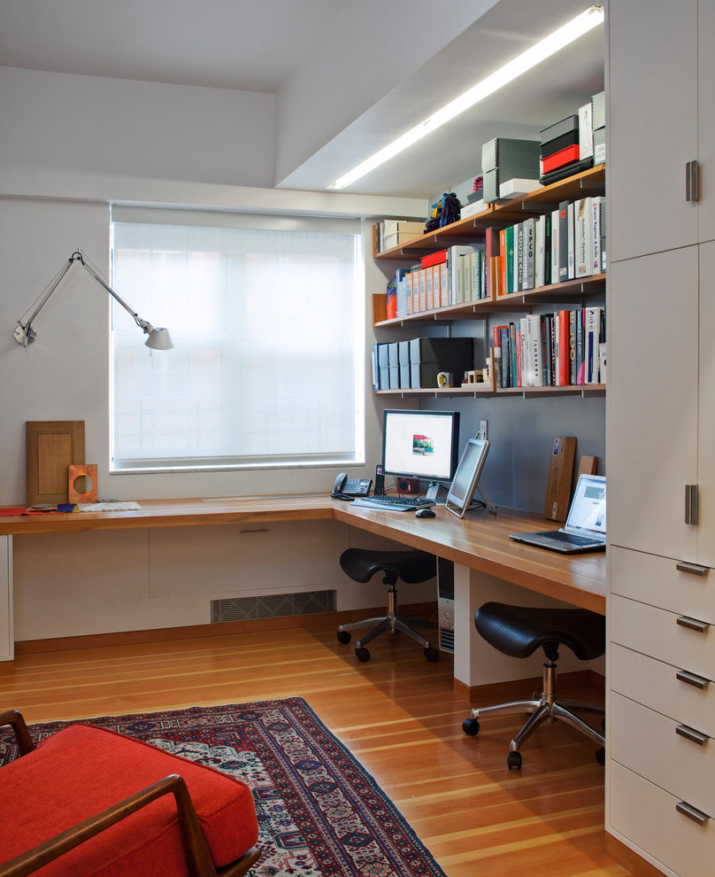 plateau de table en bois avec deux zones de travail