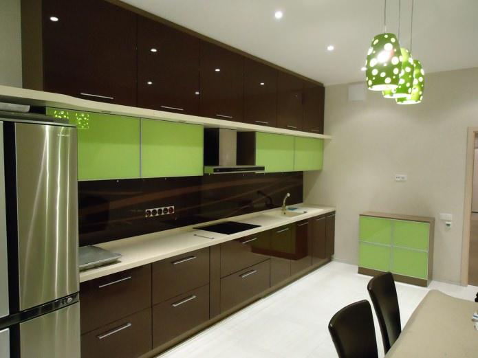 façades brillantes de meubles de cuisine