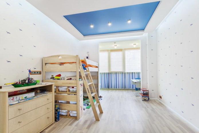 plafond tendu blanc et bleu dans la chambre des enfants