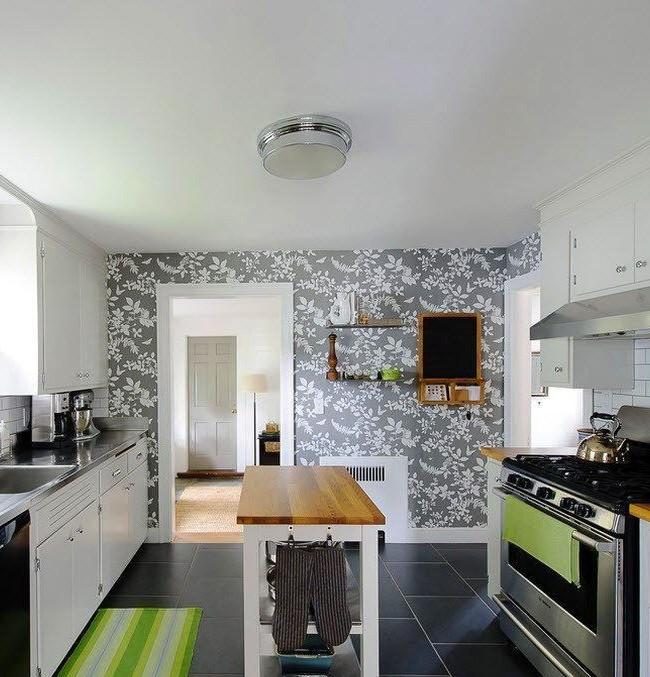 La nuance de gris est souvent utilisée dans les styles de cuisine modernes, car cette couleur ne fatigue pas, mais provoque plutôt le calme