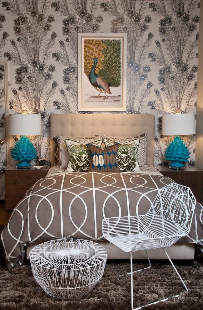 La couleur grise a une grande variété de nuances, donc un papier peint gris avec un motif texturé sera une excellente solution pour la décoration murale.