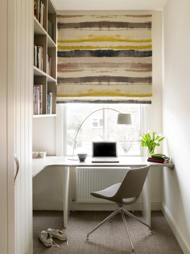La table d'angle s'intégrera bien même dans une petite pièce, comme une loggia compacte d'un immeuble à plusieurs étages